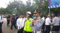 Foto: Anies Berseragam Dishub di Monas dan Saat Tinjau Museum Bahari