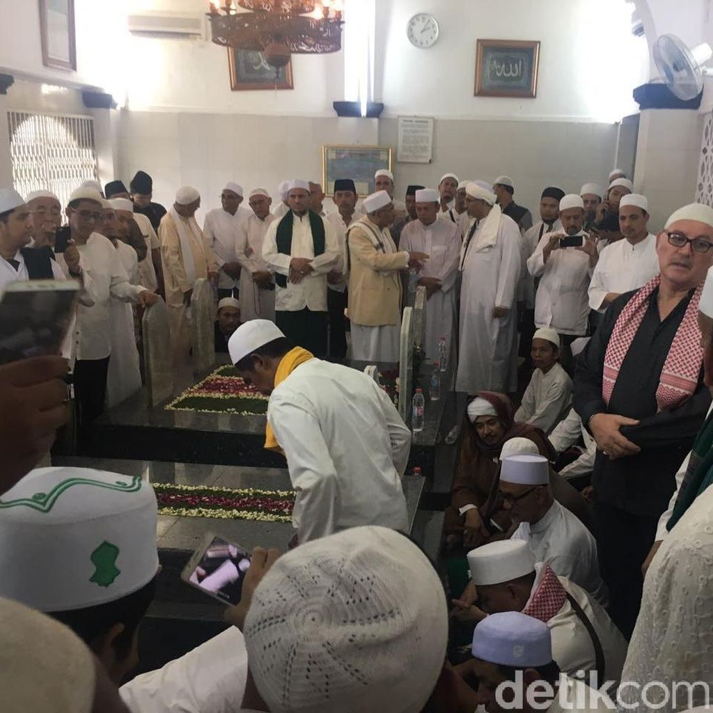 Habib Kwitang Dimakamkan, Anies Harap Majlis Taklimnya Tetap Eksis