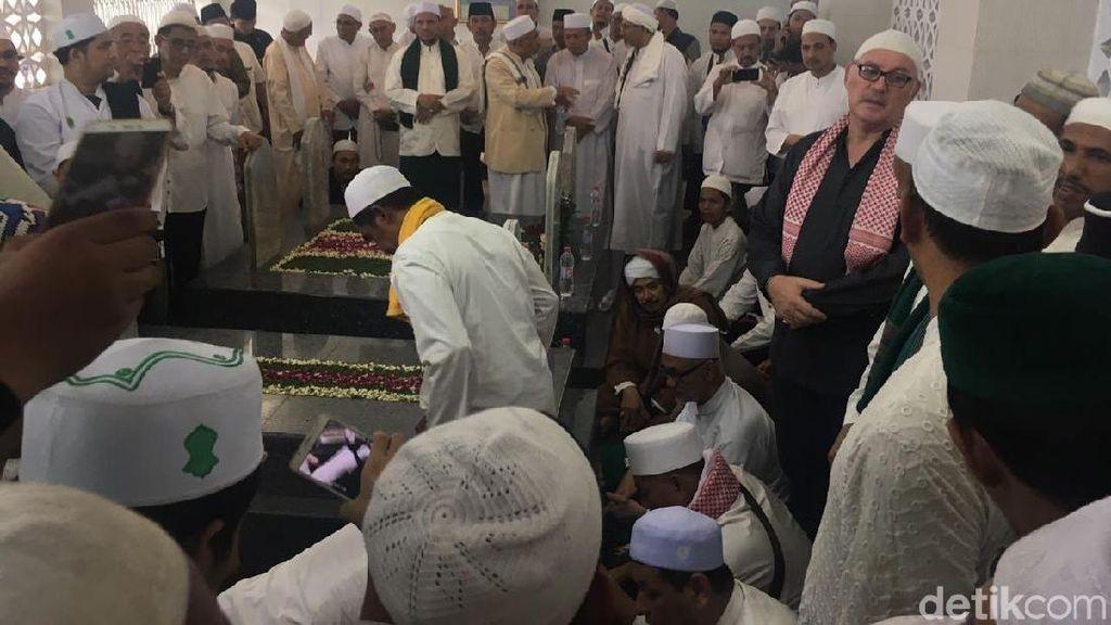 Habib Kwitang Dimakamkan, Anies Harap Majelis Taklimnya Tetap Eksis