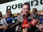 Hari Pertama Ngantor, Ketua DPR Bamsoet Belum Pakai Mobil RI-6