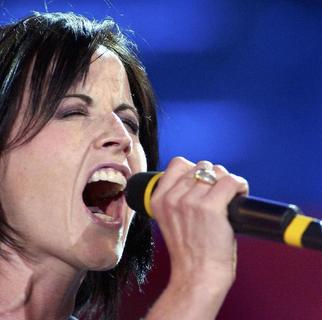 Seperti Dolores ORiordan, Penyanyi Ini Juga Alami Gangguan Bipolar