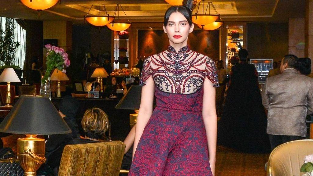 Intip Busana Rancangan Sebastian Gunawan untuk Imlek 2018