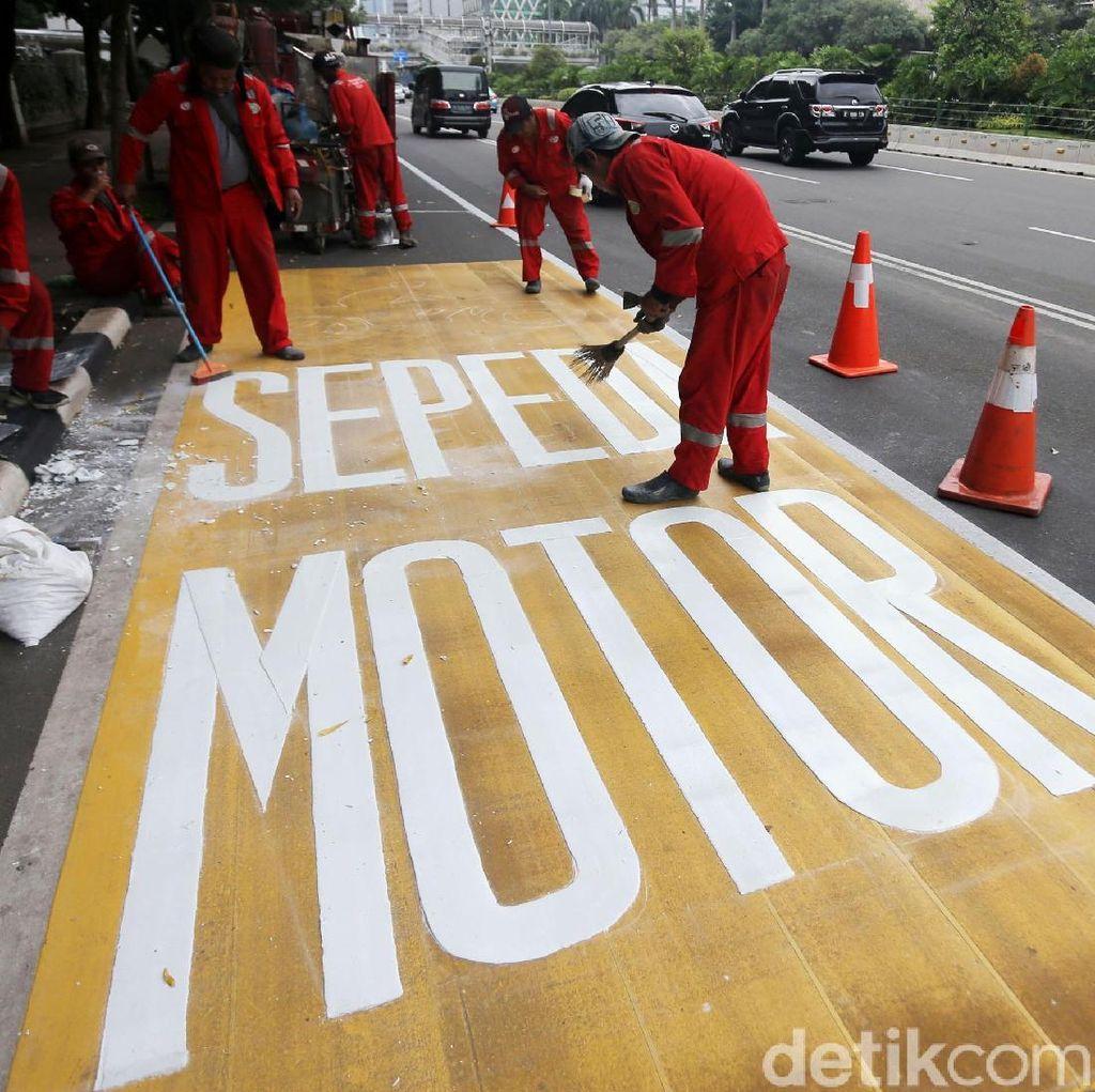 Foto: Jalur Khusus Sepeda Motor di Jalan Thamrin