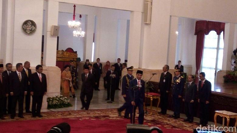 Detik-detik Jokowi Lantik Menteri Baru di Istana