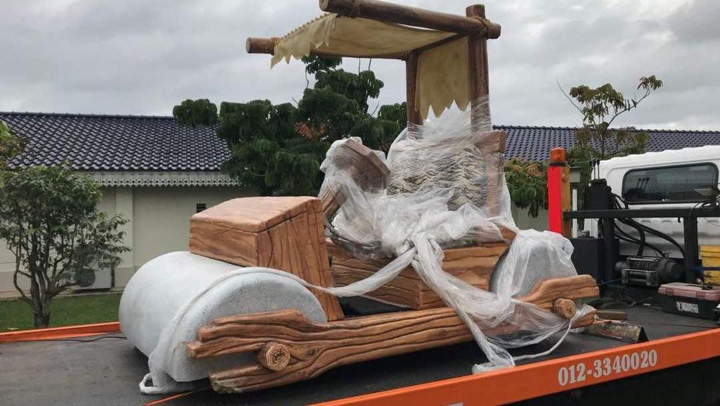 Unik! Sultan Malaysia Dapat Mobil Zaman Batu Ala 'The Flintstones'