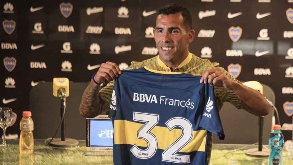 Carlos Tevez Cedera Saat Main Bola... di Penjara