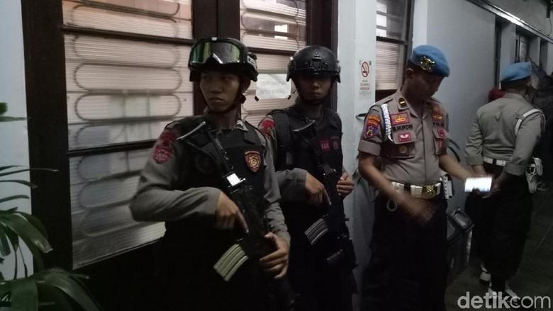 Tim Polda Sulsel Geledah Balai Kota Makassar