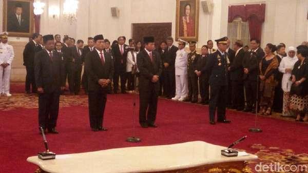 Jokowi Tiba untuk Lantik Idrus, Moeldoko, Agum dan Marsdya Yuyu