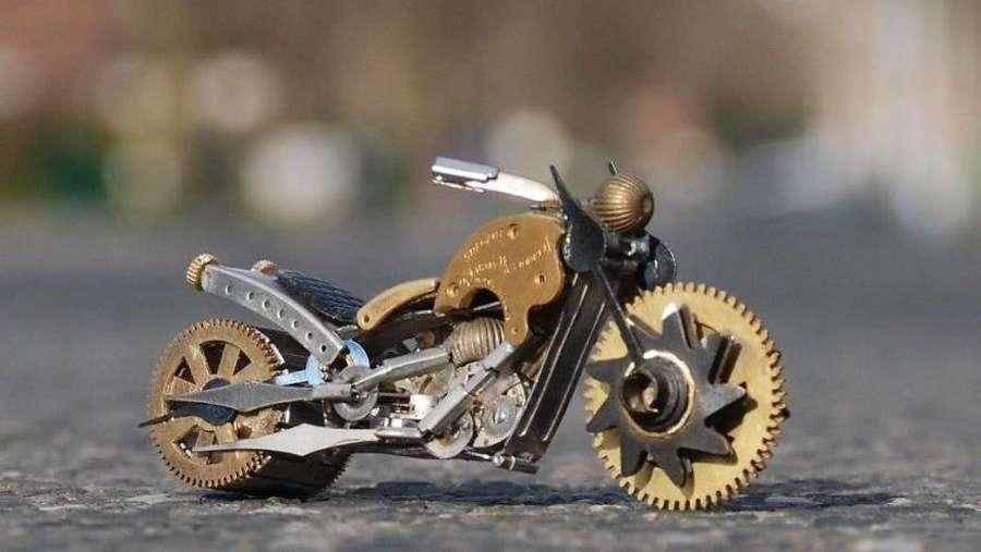 Kamu Nggak akan Duga, Miniatur Keren Ini Terbuat dari Rongsokan