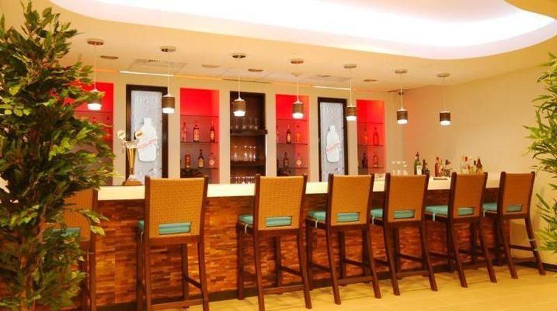 Anugerah Lounge of the Year dari Priority Pass diberikan pada beberapa lounge bandara dunia. Salah satu pemenangnya adalah Club Kingston di Bandara Internasional Norman Manley, Kingston, Jamaika (KIngston Norman Manley Airport)