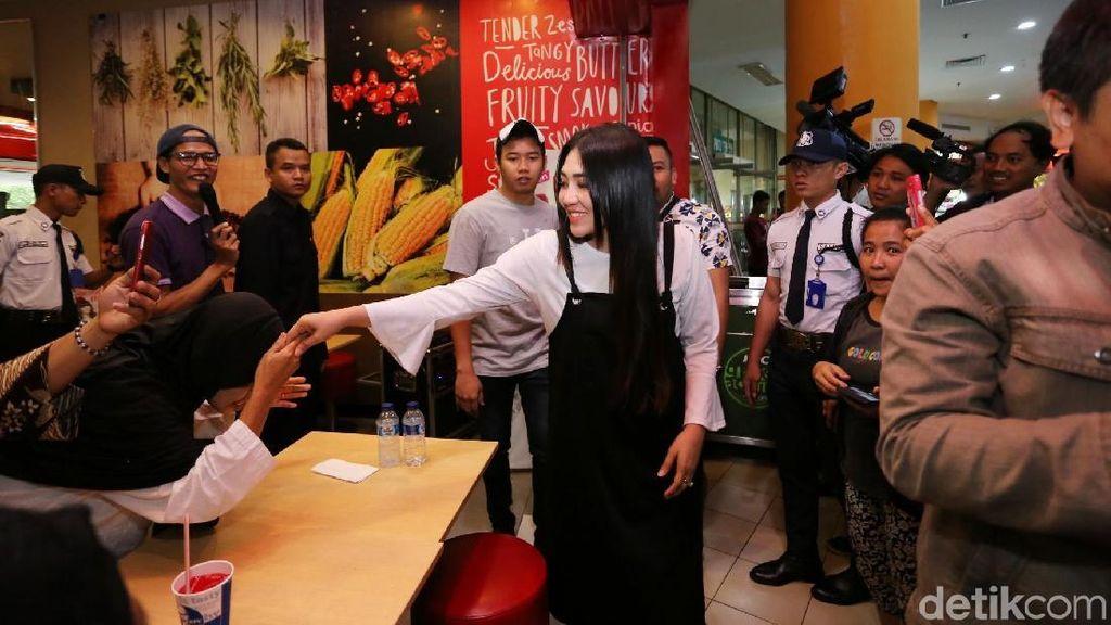 Sering Nyanyi di Acara Pilkada, Via Vallen Tak Mau Terjun ke Politik