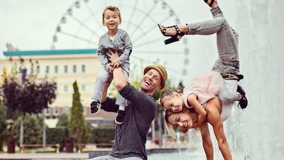 Foto-foto Ibu dan Anaknya yang Asyik Berpose Nggak Biasa