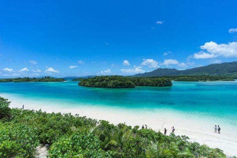 Ishigaki merupakan pulau di Prefektur Okinawa, selatan Jepang. Apa yang menjadikan tempat ini spesial? Perairan di sekitar Ishigaki berwarna biru jernih dengan pantai berpasir putih yang akan menenangkan pikiran dan seluruh indera (dok Tripadvisor)