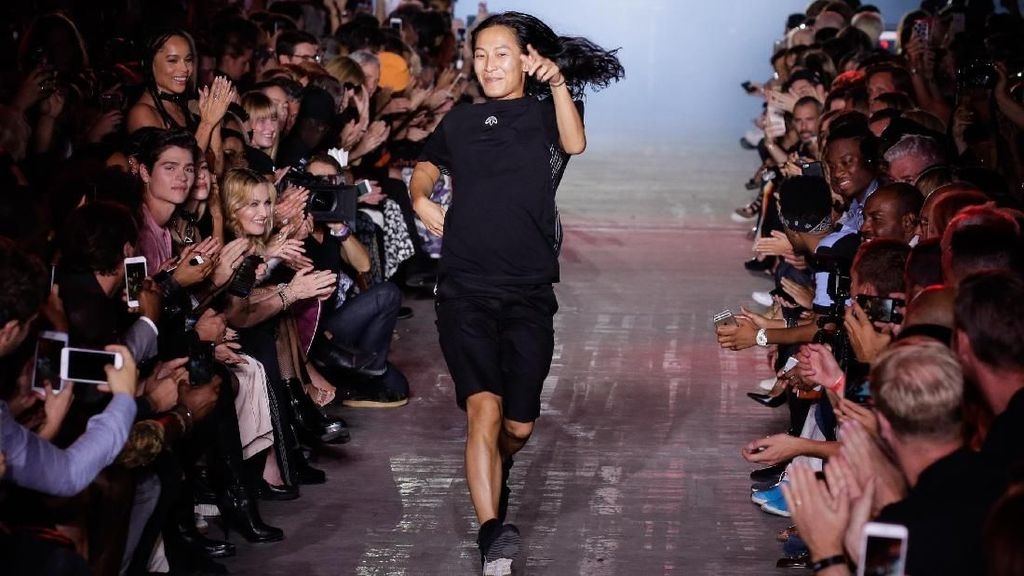 Giliran Alexander Wang Setop Pamer Koleksi di New York Fashion Week