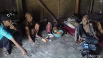 Mbah-mbah di Ponorogo Ini Tinggal di Rumah Tak Layak Tanpa Ada Kasur