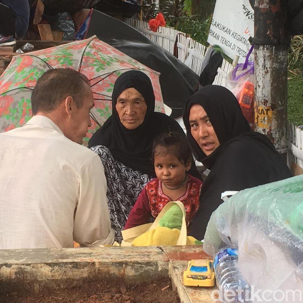 Potret Pencari Suaka Menggelandang di Trotoar Jakarta