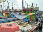 Nelayan Cantrang di Rembang Panasi Mesin Kapal untuk Kembali Melaut