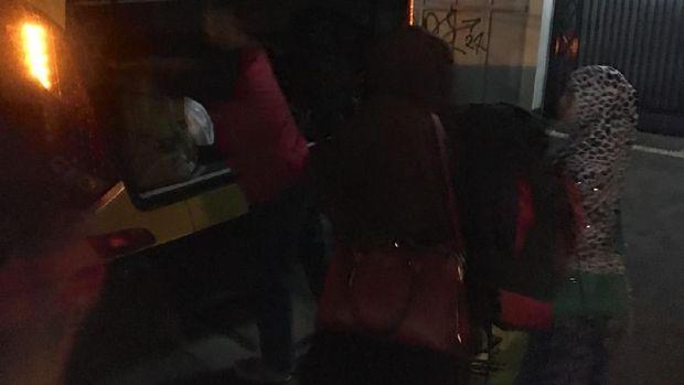 Para calon TKI ilegal di Pondok Kopi dibawa ke Rumah Aman Kemensos