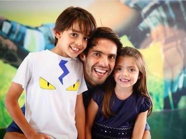 Ekspresi bahagia ayah dan anak-anaknya. (Foto: Instagram Kaka)