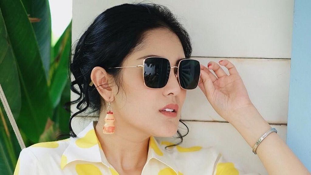 Nindy Makin Kece dengan Aksesoris Lucu, Netizen: Lama-lama Kayak Minimarket!
