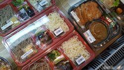 Bukan Sukiyaki  Saja, Nigiri Sushi hingga Tempura Matang Ada di Supermarket Jepang