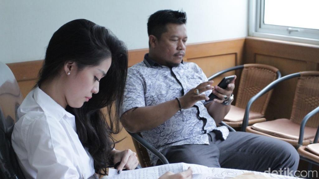 Mediasi Alot, Gracia Indri Tutup Mulut usai Sidang Cerai