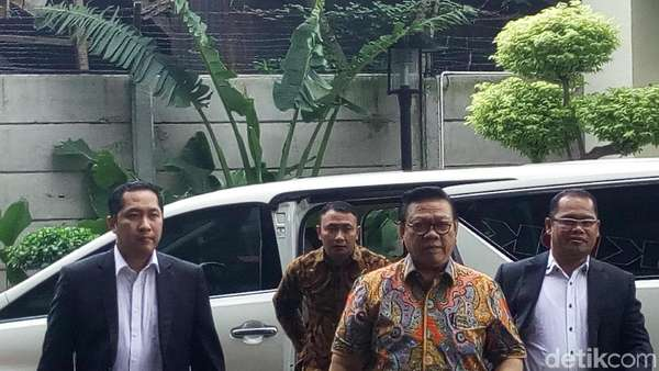 Ke KPK, Agung Laksono Mengaku Dipanggil soal Besuk Novanto di RS