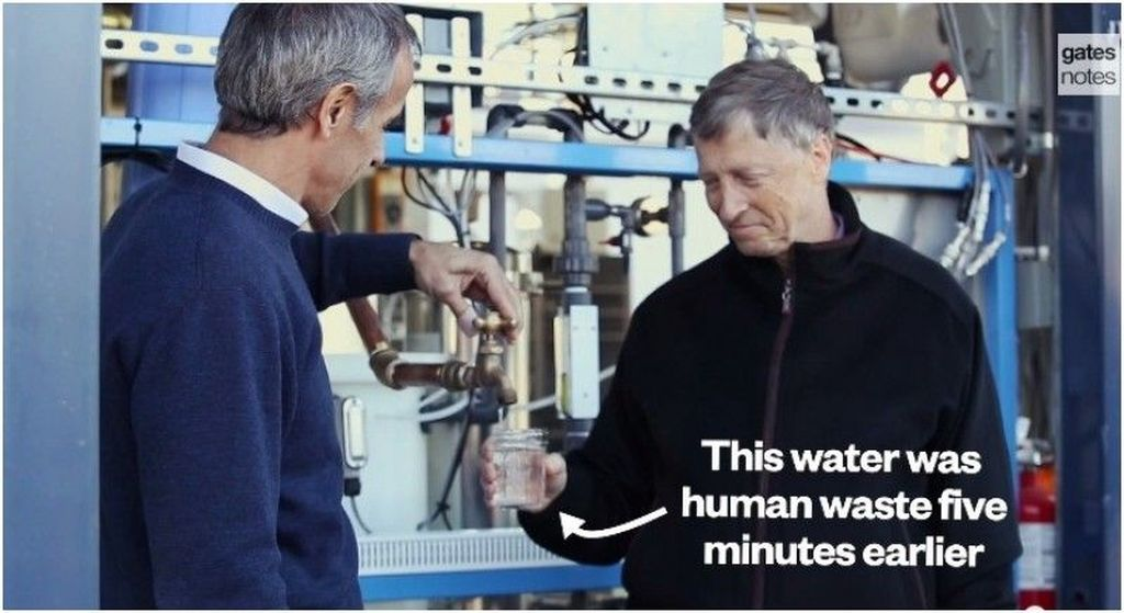Setelah mundur dari Microsoft, perusahaan yang didirikannya, Bill Gates membaktikansisa hidup dan kekayaannya untuk aksi kemanusiaan. Salah satunya untuk proyek penyulingan air limbah kotoran manusia supaya bisa jadi air bersih layak minum. Foto: Ist/Internet