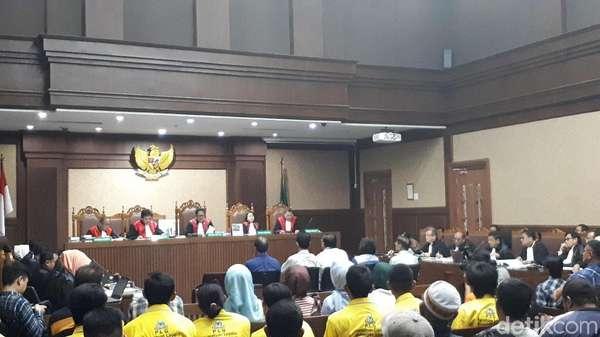 Ditanya Skema Transaksi Ponakan Novanto, Saksi: Panjang Kayak Ular