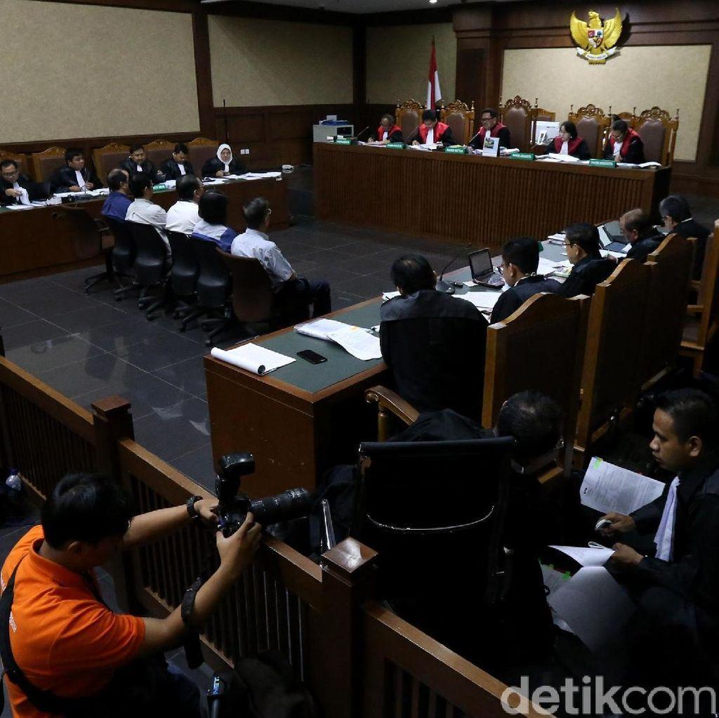 Hakim ke Saksi: Tak Ada Bukti Transaksi, Tutup Money Changer Anda