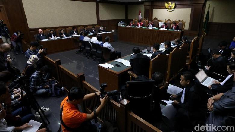Hakim Cecar Saksi soal Transfer Uang ke Inayah dan Anak Adam Malik
