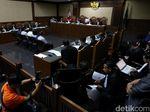 Hakim ke Saksi: Tak Ada Bukti Transaksi, Tutup Saja Money Changer Anda