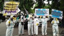 Sungai Brantas Tercemar Sampah Popok, Aktivis Demo di Kemen PUPR