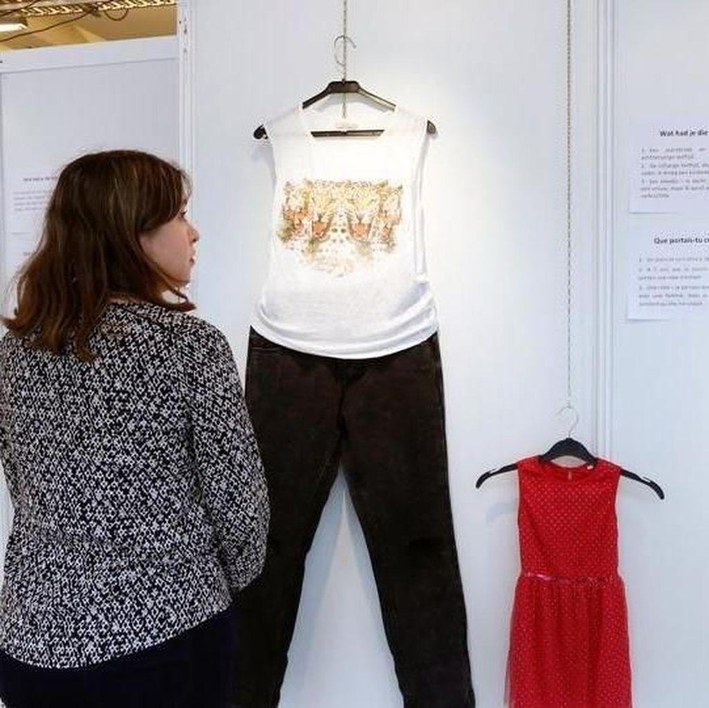 Tak Biasa, Pameran Seni Ini Pajang Baju-baju Korban Pemerkosaan