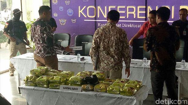 Barang bukti sabu yang diselundupkan dari Malaysia