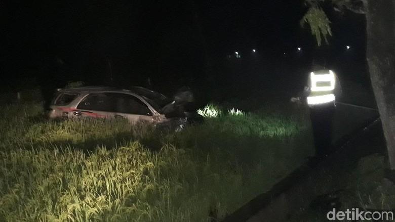 SUV Tabrak Motor Hingga Nyungsep ke Sawah, Satu Orang Tewas