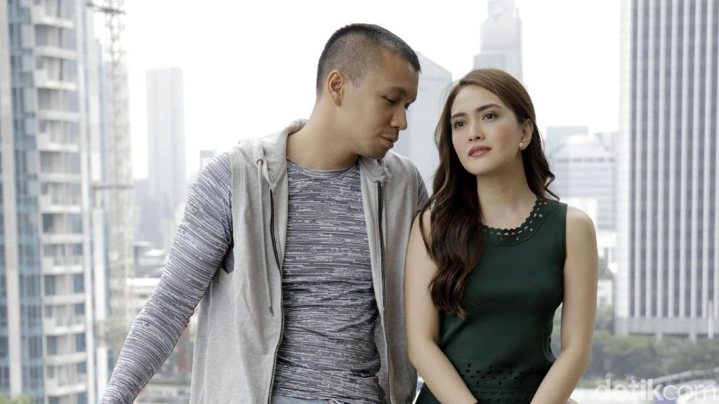 Kembali setelah 14 Tahun, Samuel Rizal Tonton Eiffel, Im in Love Berulang-ulang