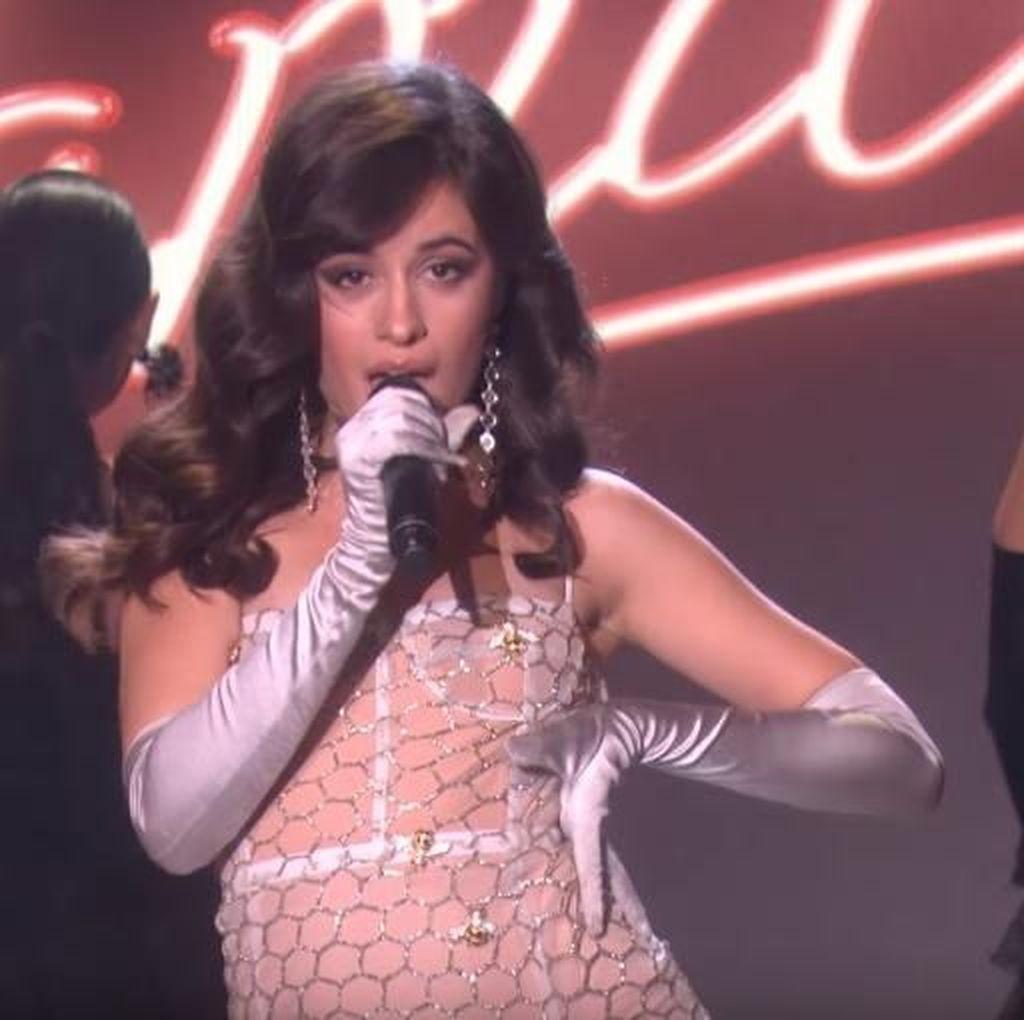 Tertarik Budaya Asia, Camila Cabello Penasaran dengan Duren