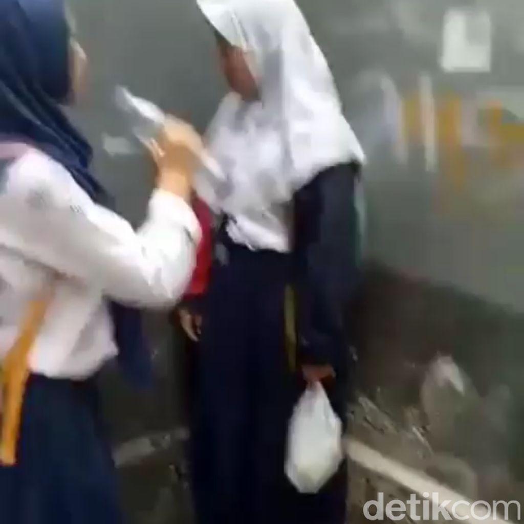Viral Video Siswi SMP di Garut Sembur dan Siram Temannya
