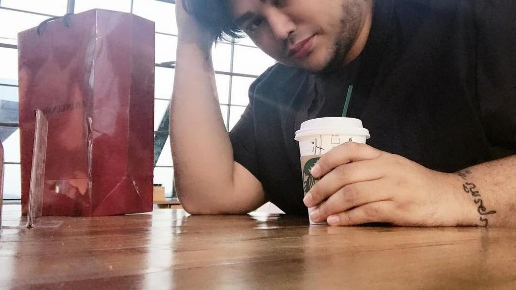 Selain Foto-foto Gaun, Ada 10 Foto Ivan Gunawan Bersama Makanan