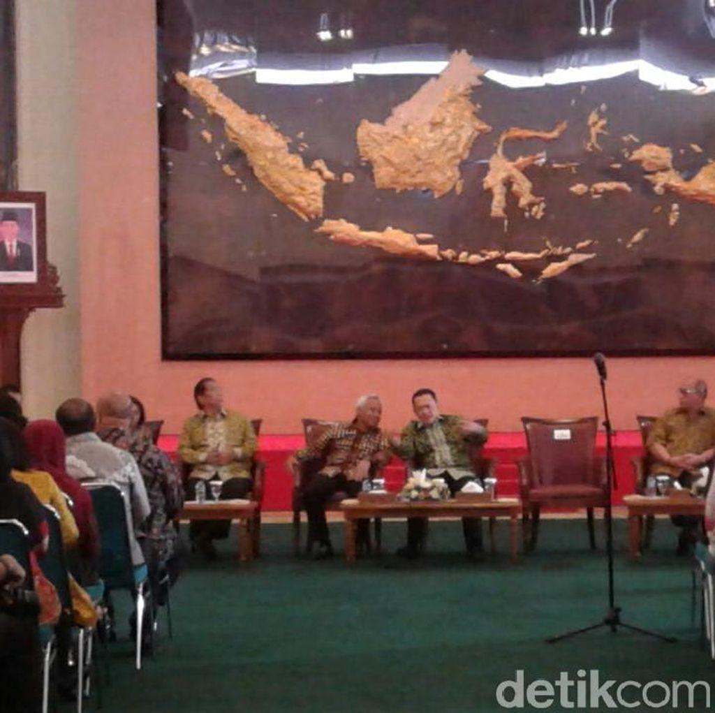 Di Depan Pegawai, Bamsoet Minta Anggota DPR On Time saat Paripurna