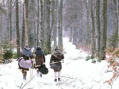 Foto: Unik, Mendaki Gunung dengan Kostum Viking
