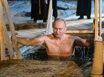 Saat Vladmir Putin Telanjang Dada dan Nyelup ke Danau