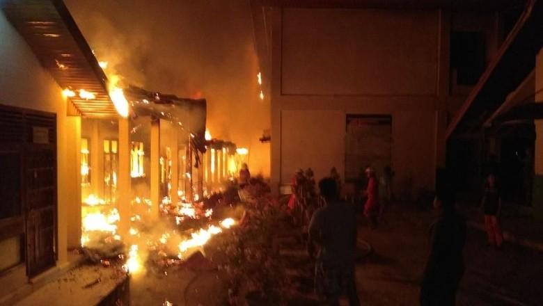SMP Negeri 4 Pekanbaru Terbakar