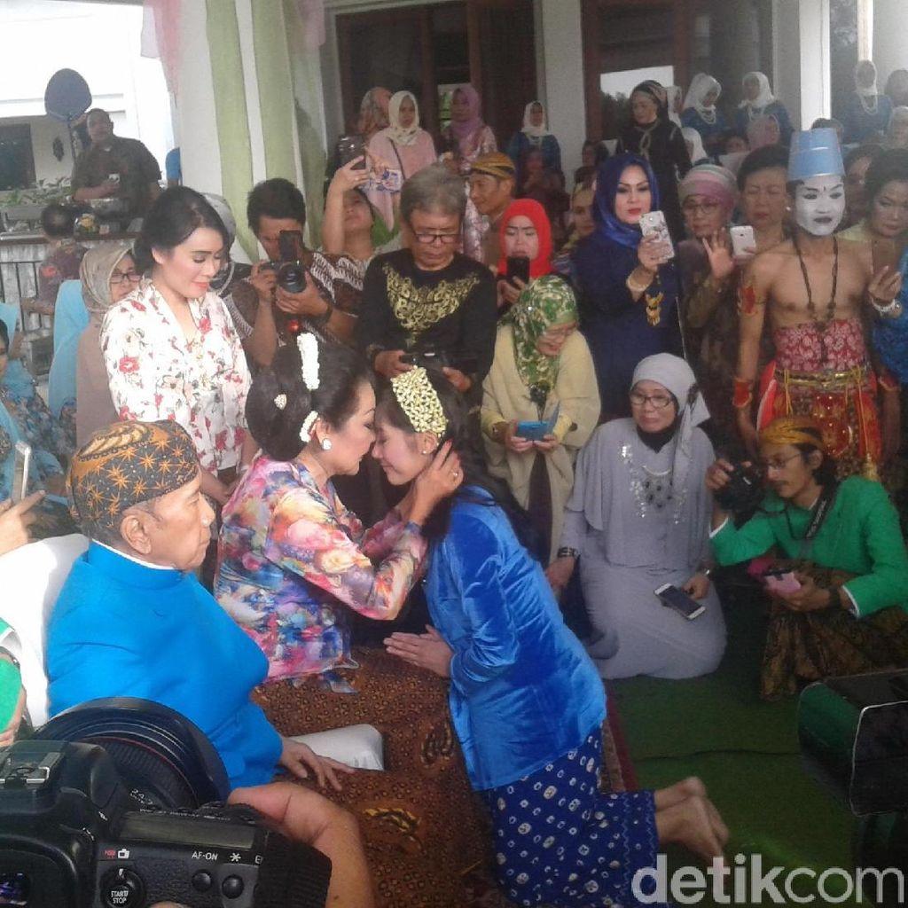 Tangis Haru dan Bahagia Erna Santoso Lepas Ardina Rasti Menikah
