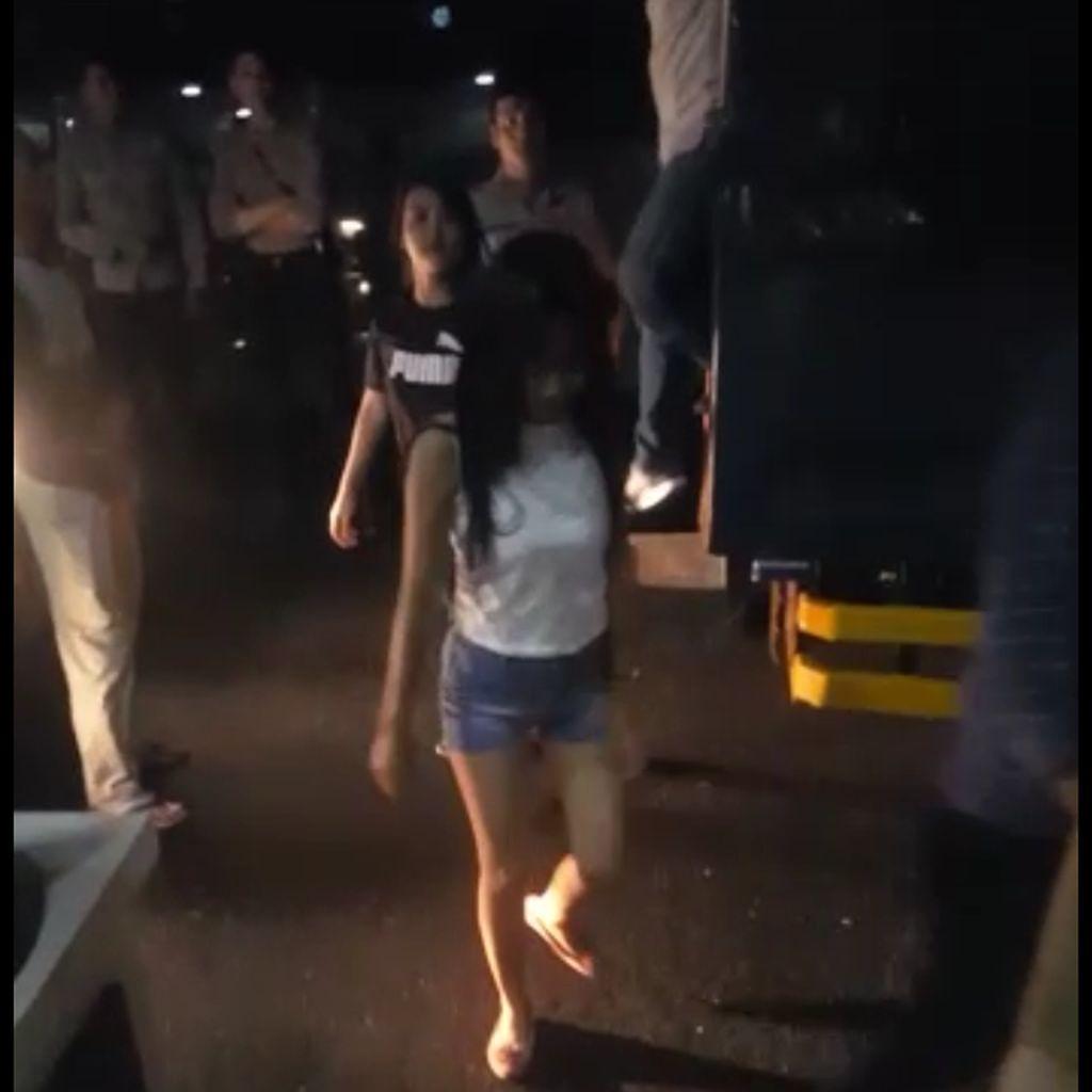 Polisi Gerebek Pesta Narkoba di Tempat Karaoke, 40 Orang Diamankan