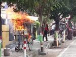 Gerobak Cireng di Brebes ini Terbakar dan Bikin Anak Sekolah Berlarian