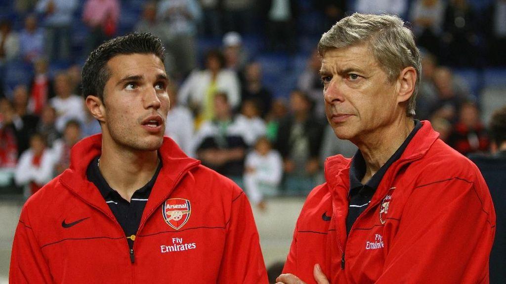 Kepindahan Van Persie ke MU Paling Menyesakkan Wenger