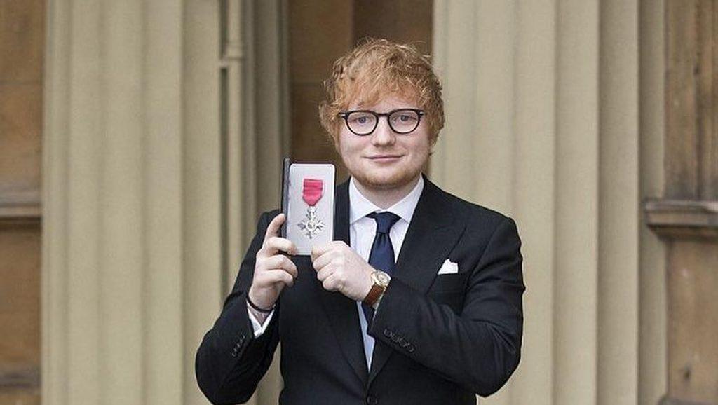 Kejutan! Ed sheeran Ternyata Sudah Tunangan dengan Cherry Seaborn