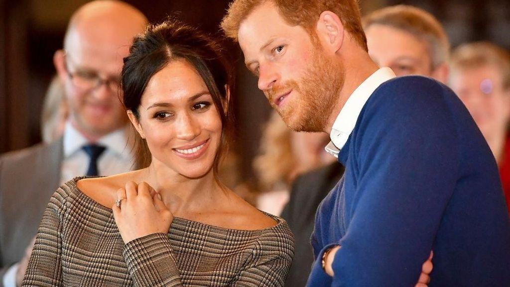 Wow! Keju Bentuk Cake Ini Jadi Hadiah Pertunangan Pangeran Harry dan Meghan Markle